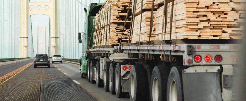 Estiba de camiones. Carga de las mercancías